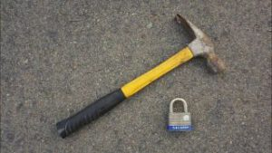The Hammer Technique for open a padlock