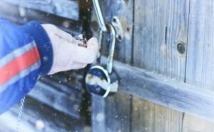 open a padlock with compressed air