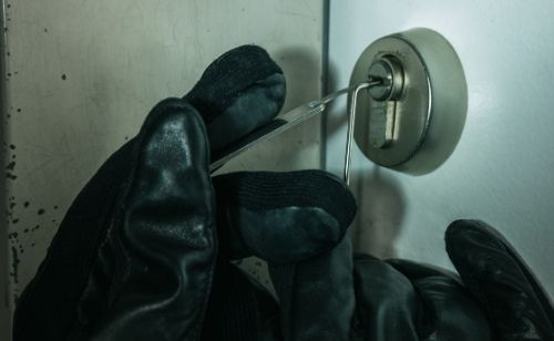 Picking Hotel door lock with paperclip,  Paperclip Lock Pick