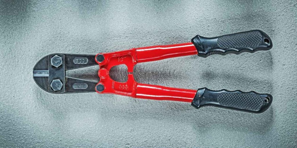 Things to Consider Before Buying the Best Bolt Cutters for Padlocks